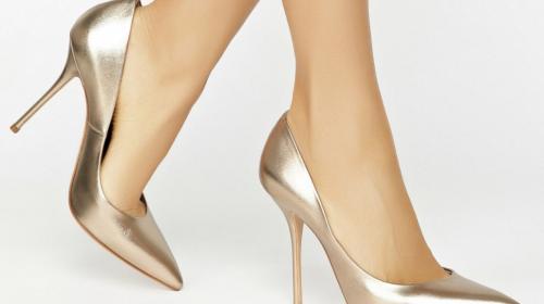 закрытых женских туфлях